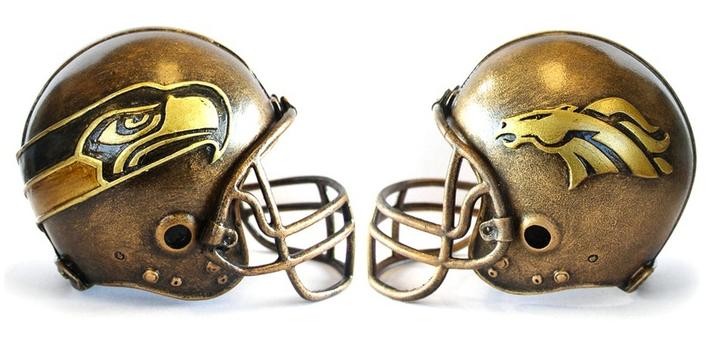 broncos-desk-helmet