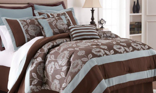 Beautiful bedding set There are different patterns to choose from in either queen or king sizes Queen sets are priced at and king sets are